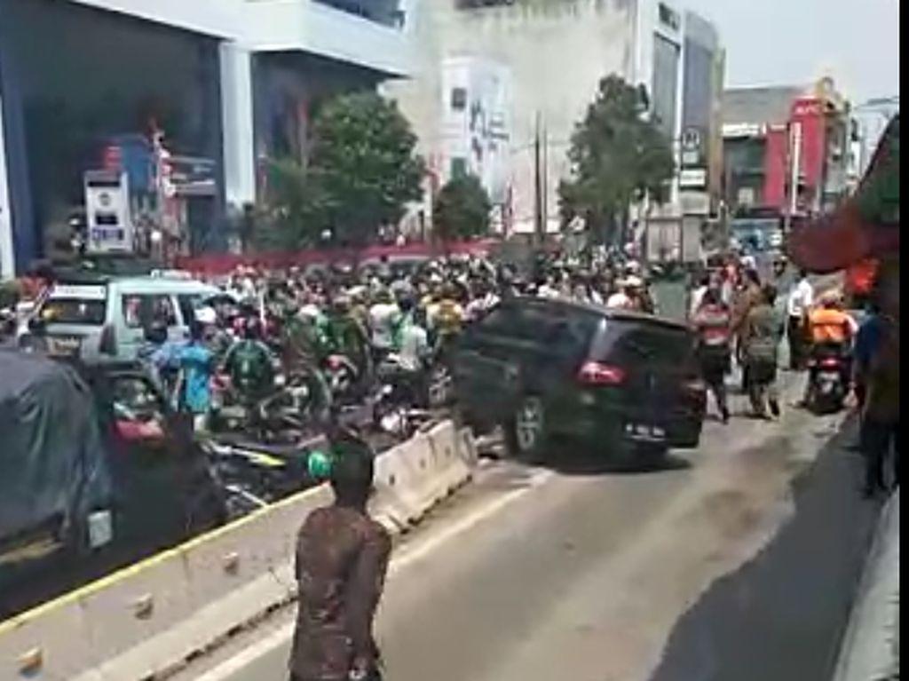 Massa Perusak Mobil di Mangga Besar Diburu Polisi