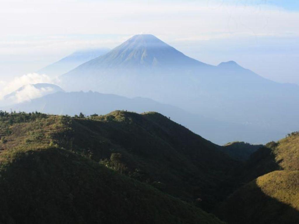 Serunya Mendaki Gunung Prau di Kawasan Dieng
