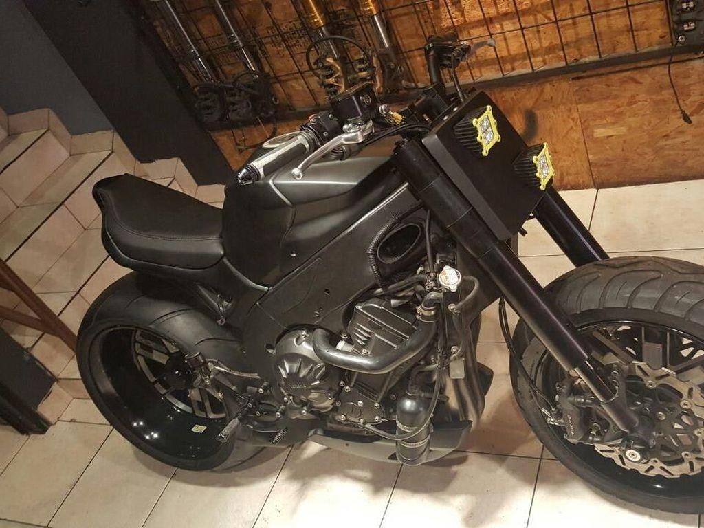 Yamaha R1 Munaroh