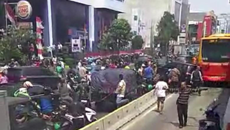 Heboh Mobil Dirusak Massa di Busway, Polisi Temukan Narkoba