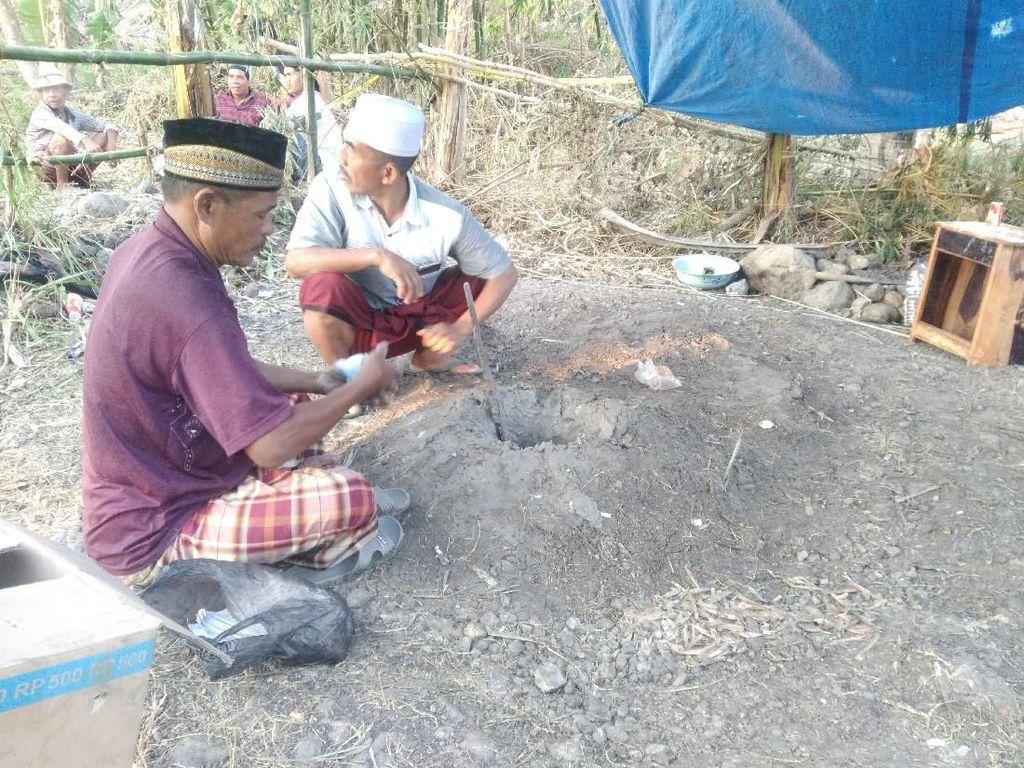 Semburan Lumpur dan Tanah Lembek Hebohkan Warga Lombok