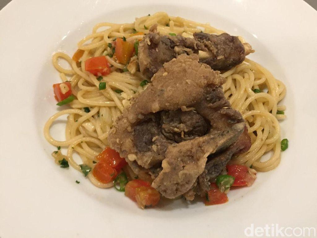 Resto Tigapuluh: Uniknya Spaghetti Buntut Goreng yang Pedas Renyah