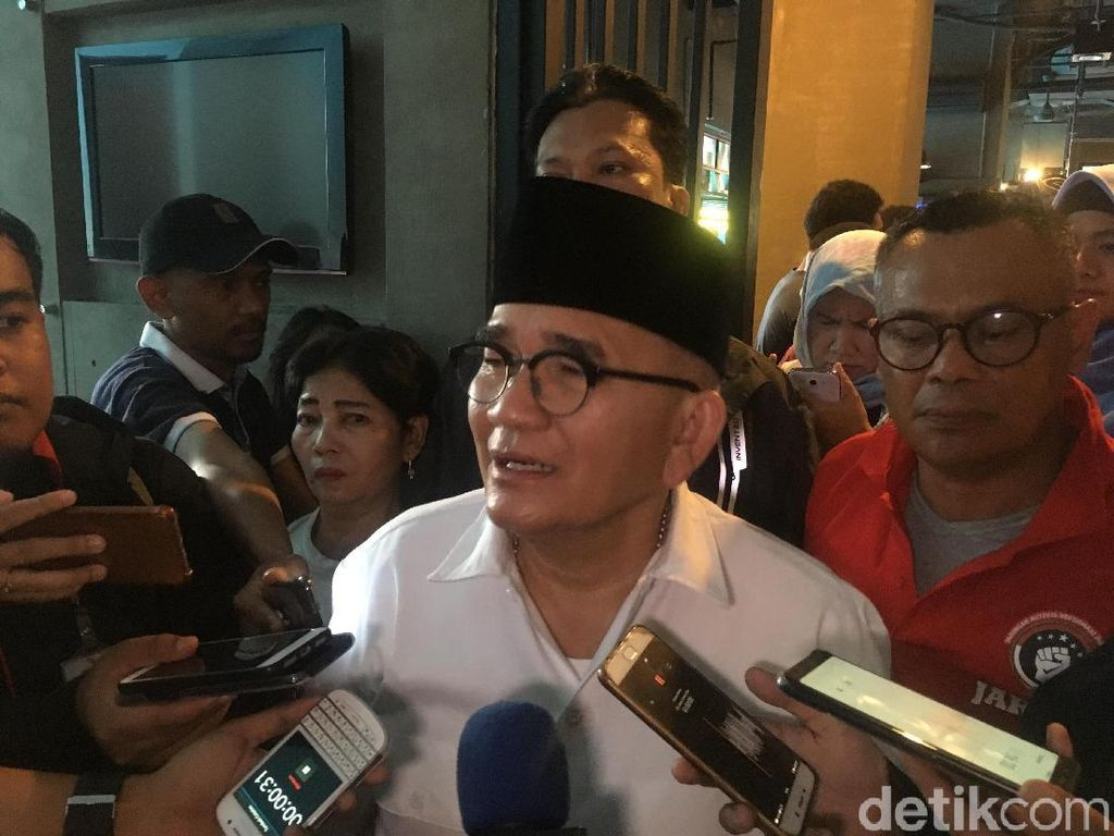 Ada Selebaran Say No Jokowi, Ruhut Yakin Rakyat Malah Makin Simpati