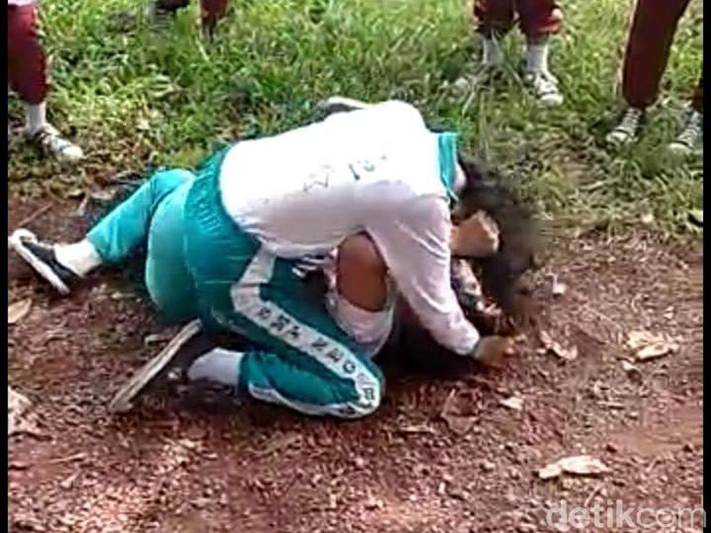 Viral 2 Siswi SMP di Kepri Duel hingga Guling-guling di Tanah