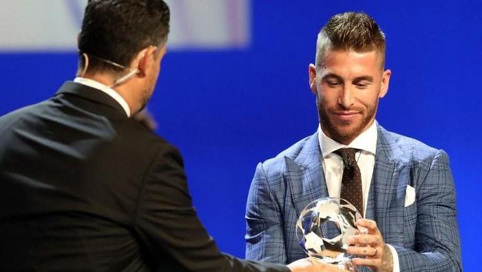 Sergio Ramos terpilih sebagai Bek Terbaik Liga Champions 2017/2018 (Foto: Valery Hache/AFP PHOTO)