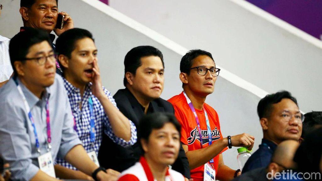 Momen Saat Sandiaga Uno Menonton Pertandingan Basket
