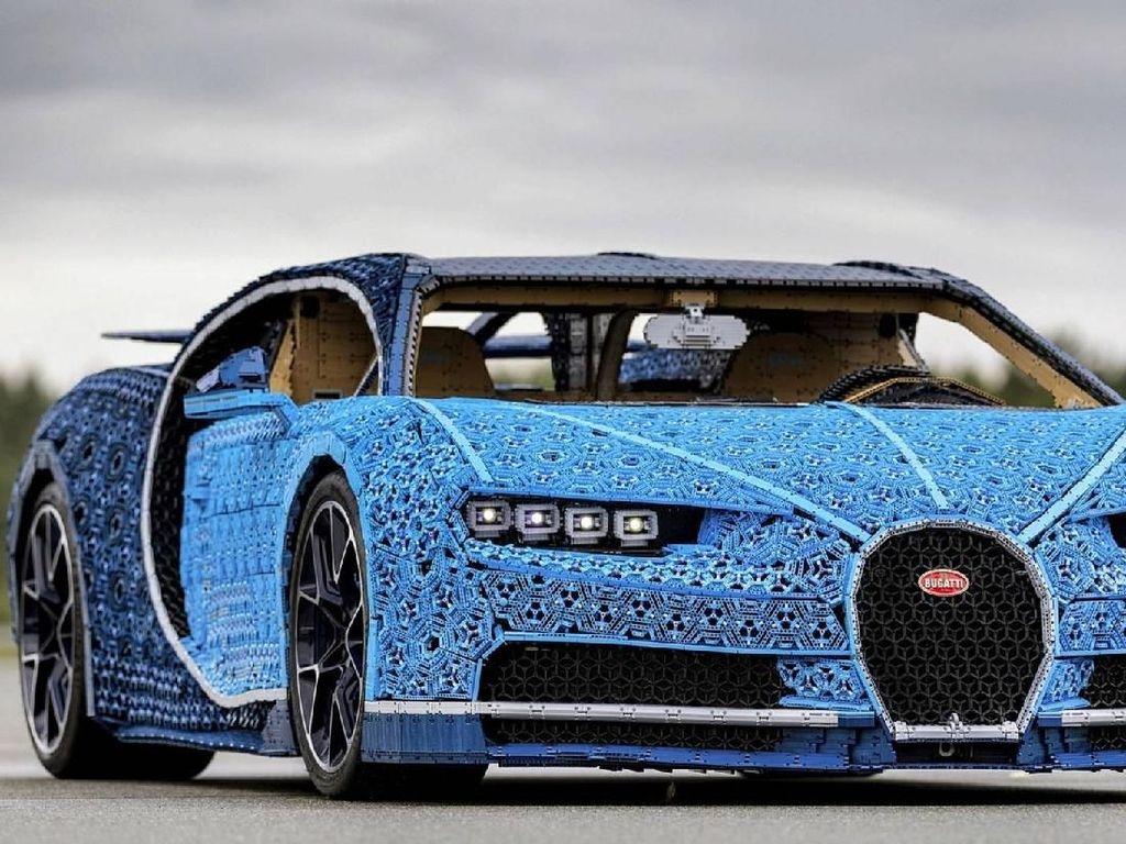 Mobil Ini Terbuat dari Susunan Lego, Bisa Dikendarai!