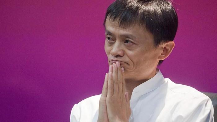 Pengumuman pensiun dari Jack Ma membuat saham Alibaba anjlok. Foto: Getty Images