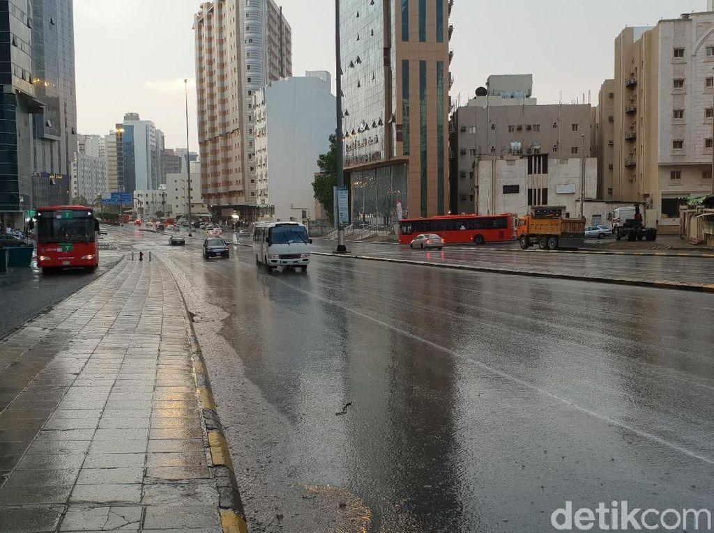 Hujan Sore Hari Guyur Mekah, Begini Imbauan untuk Jemaah