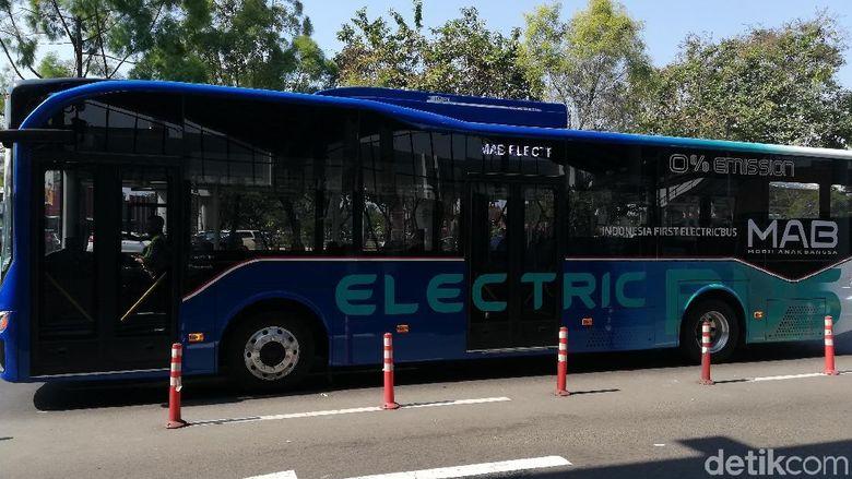 Bus buatan PT Mobil Anak Bangsa sudah digunakan di Bandara Soekarno Hatta (Foto: Rizki Pratama)