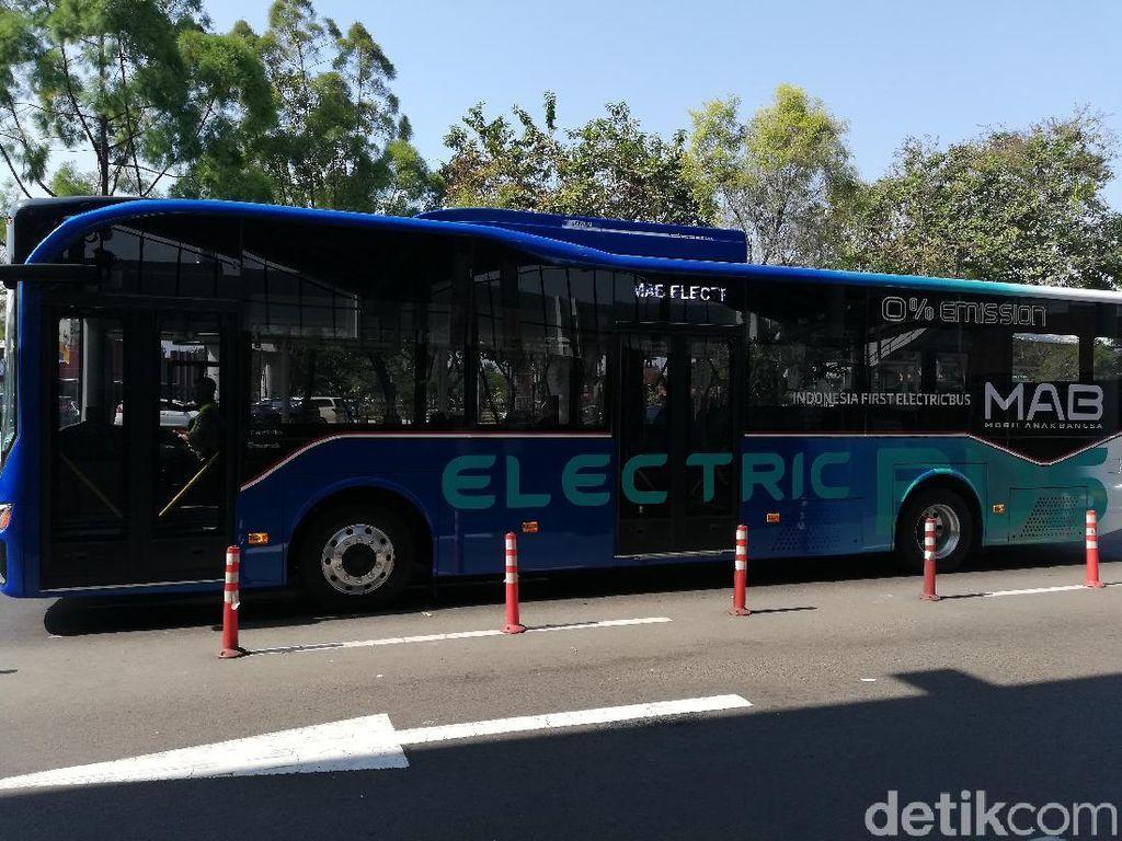 Bus Listrik Buatan Anak Bangsa Beroperasi di Bandara