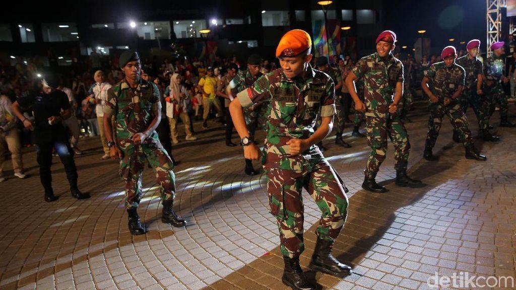 TNI-Polri Goyang Poco-poco di Pesta Atlet Asian Games