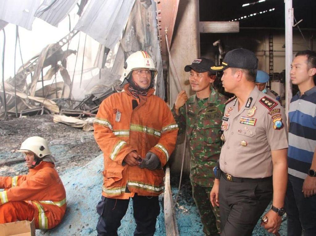 Kebakaran di Gudang Biji Plastik Gresik, Polisi: Titik Api dari Sini