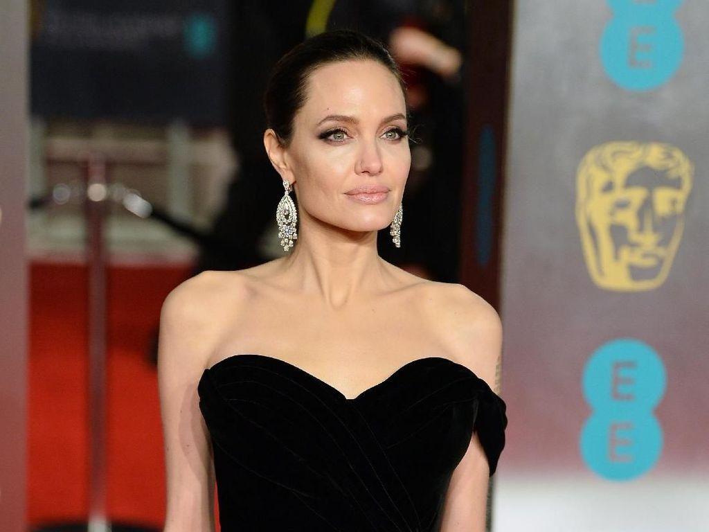 Pesan Penting Angelina Jolie Saat Social Distancing karena Pandemi Corona