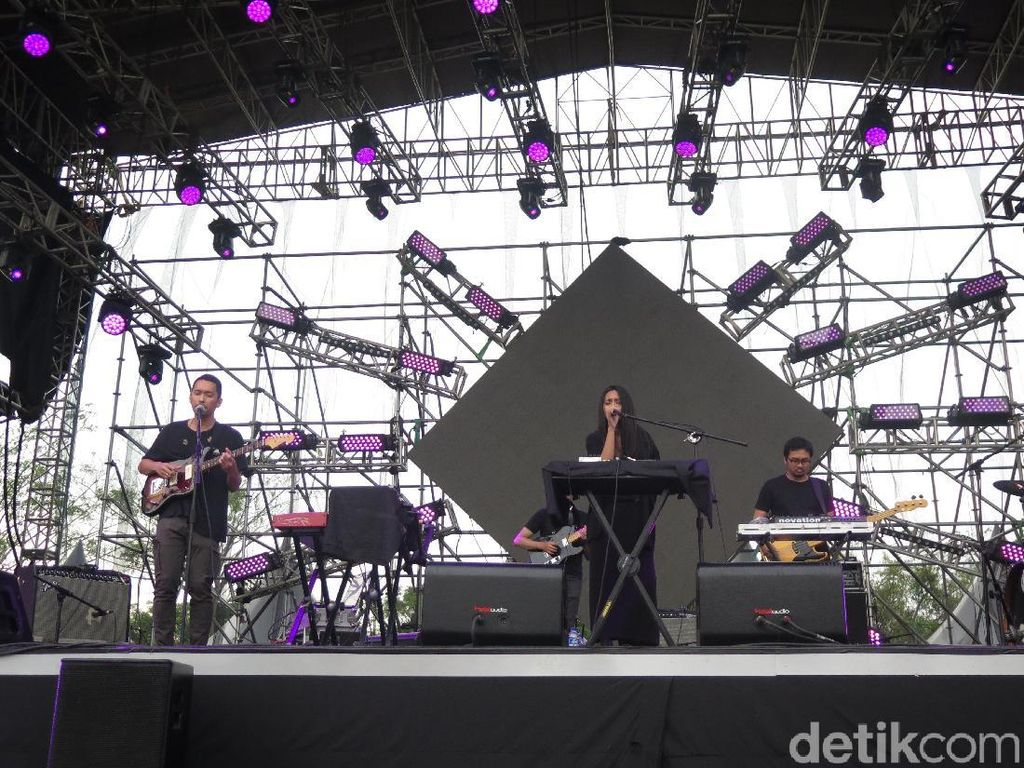The Trees and The Wild Buka Sore di Hodgepodge Superfest