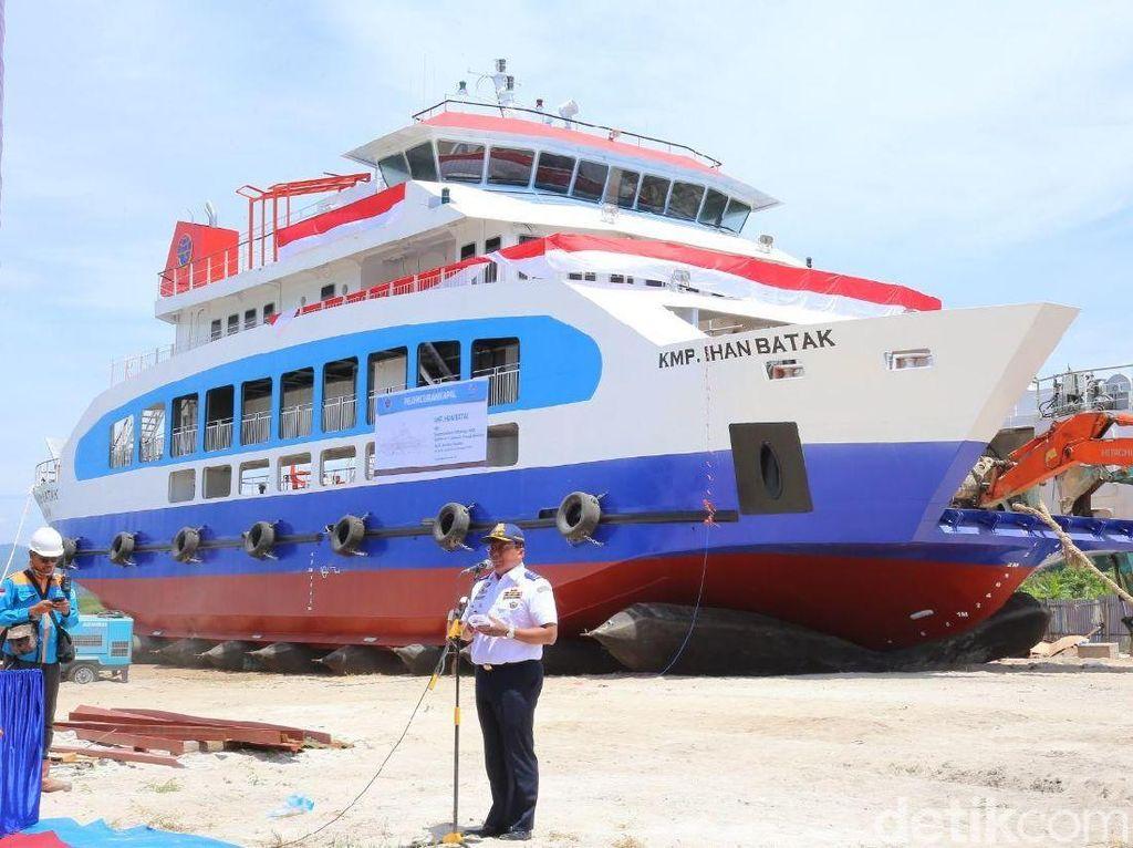 Ini Kapal Roro Pertama di Danau Toba