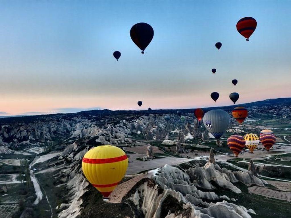 Pemandangan Menakjubkan dari Naik Balon Udara di Turki