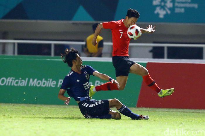 Son turun sejak menit pertama saat Korsel berhadapan dengan Jepang di Stadion Pakansari, Sabtu (1/9/2018) malam WIB. Aksinya cukup merepotkan anak-anak muda Jepang.