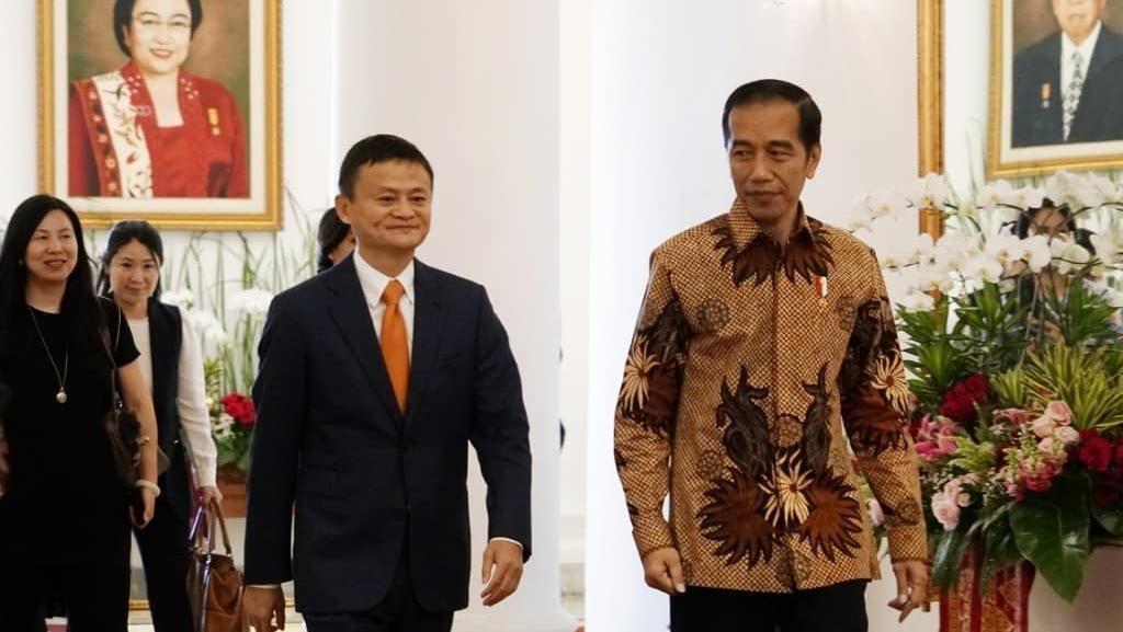 Momen Manusia Rp 570 Triliun Bertemu Jokowi di Istana Bogor