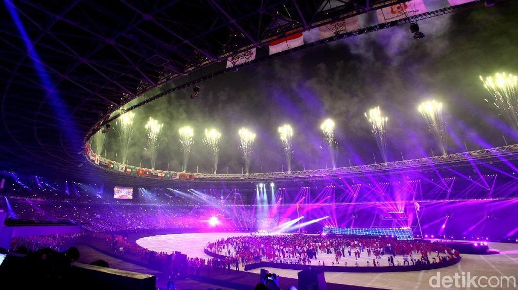 GBK Bermandikan Cahaya Lampu di Closing Asian Games