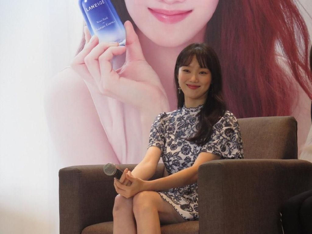 Yoon Kyun Sang Beri Dukungan untuk Drama Terbaru Lee Sung Kyung