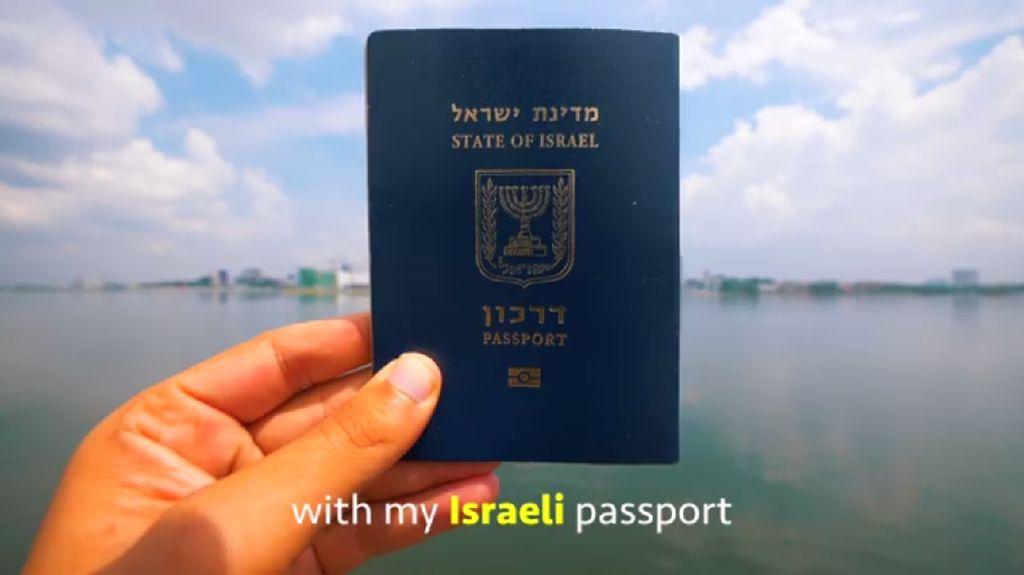 Foto: Ditolak RI, Vlogger Nas Daily Pernah Pamer Paspor Israel