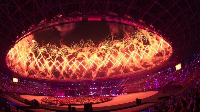 Pesta kembang api menyemarakkan Upacara Penutupan Asian Games ke-18 Tahun 2018 di Stadion Utama GBK, Senayan, Jakarta, Minggu (2/9). ANTARA FOTO/INASGOC/Rosa Panggabean/wsj/18.