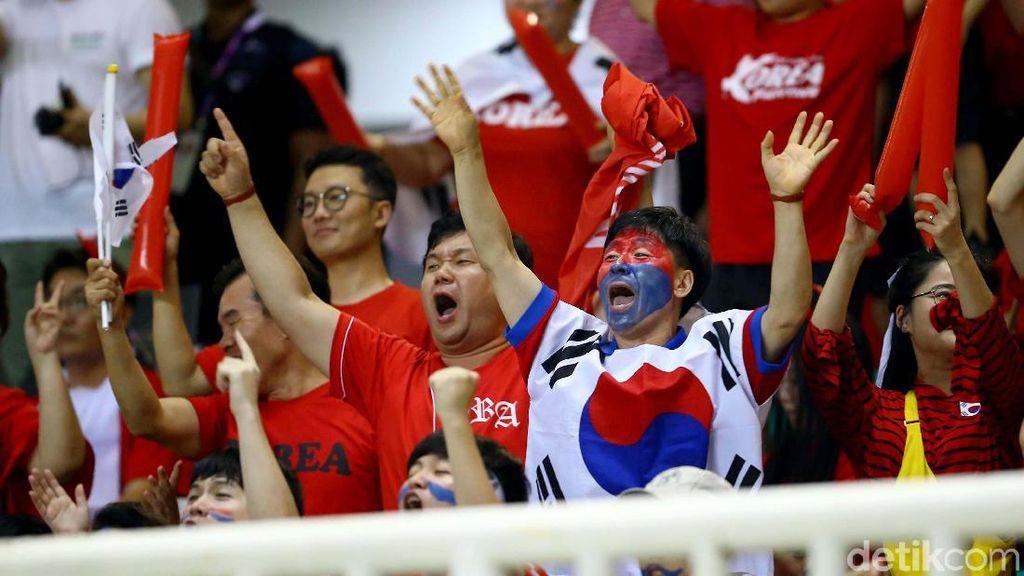 Memotret Aksi Para Suporter di Final Sepakbola Asian Games 2018