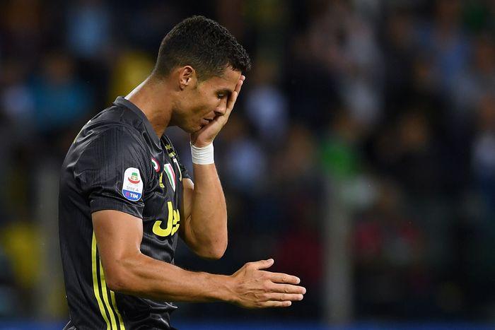 Cristiano Ronaldo tentu saja layak berada di posisi teratas daftar ini. Tujuh kali topskorer Liga Champions ini belum menyumbang gol untuk Juventus usai tiga pertandingan dijalani. (Alberto Lingria/Reuters)