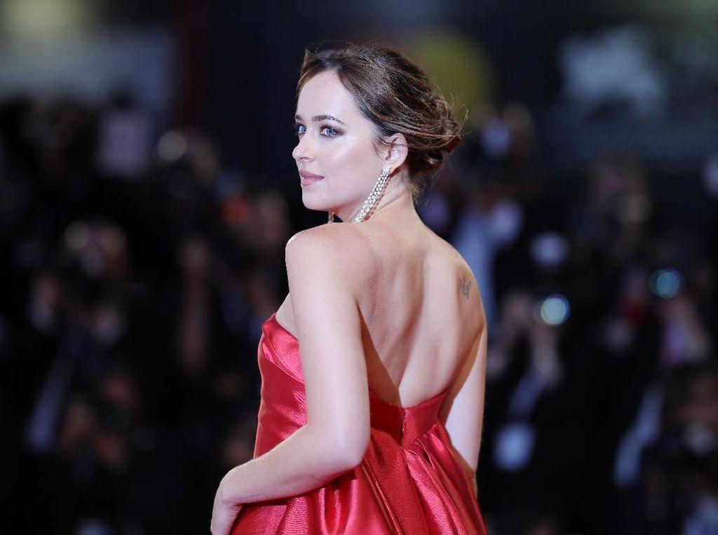 Dakota Johnson Tak Masalah Tampil Vulgar Lagi Setelah Fifty Shades