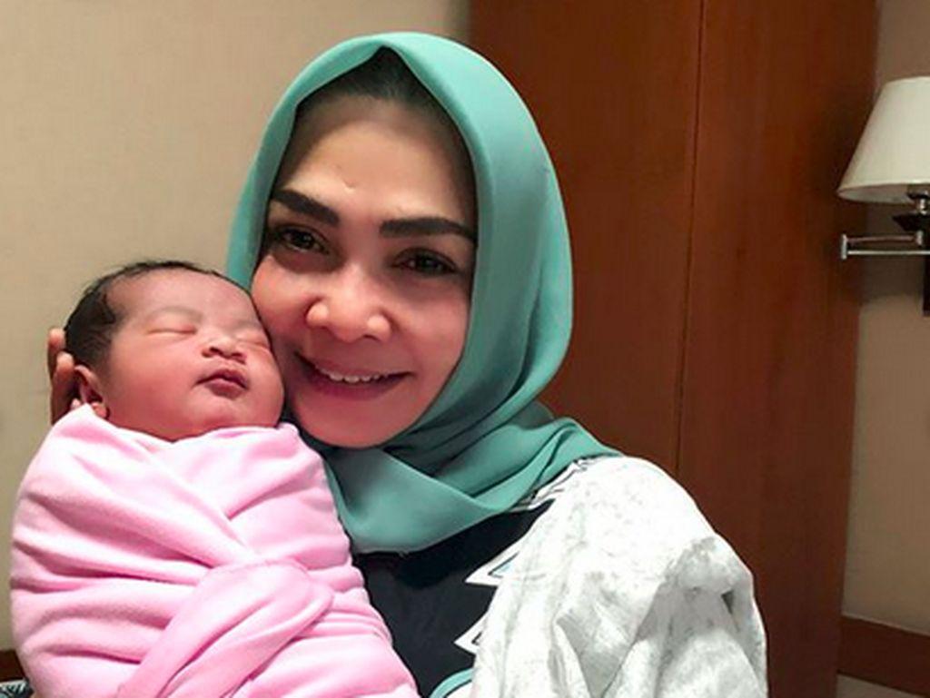 Dapat Cucu ke-2, Ibunda Nagita Slavina Disebut Nenek Kece
