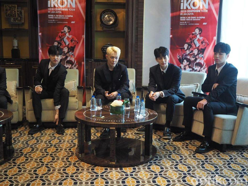 Dijemput di Bandara dan Dapat Kado dari Fans, iKON Senang Banget!