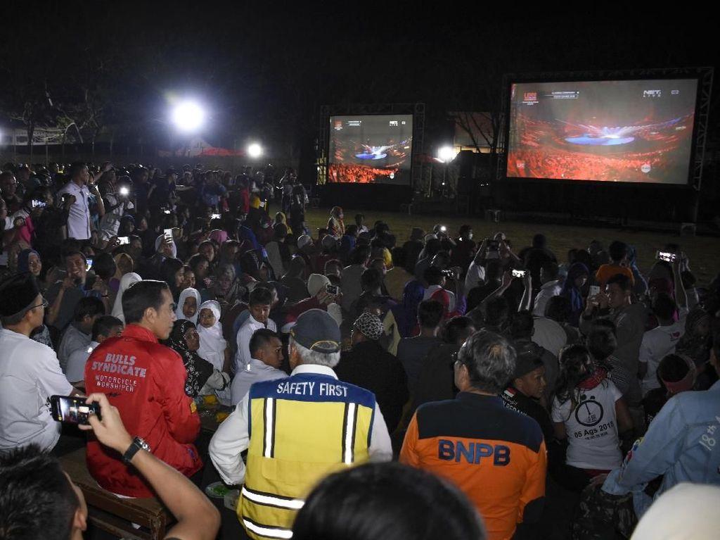 Momen Jokowi Nobar Closing Asian Games Bareng Korban Gempa Lombok