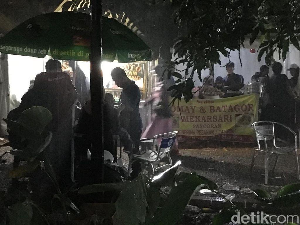 Hujan Deras, Pengunjung GBK Langsung Bubar Cari Tempat Berteduh
