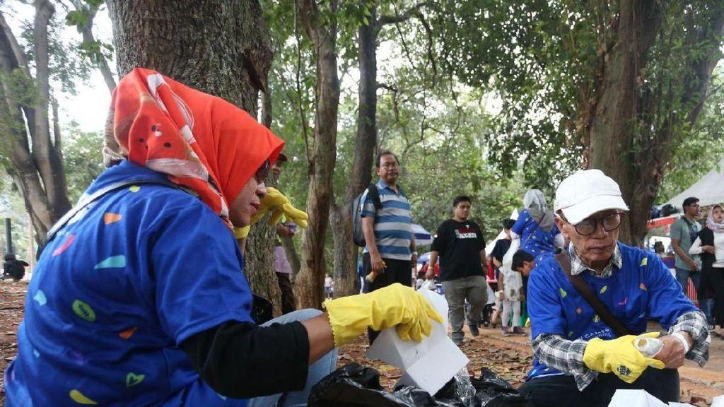 Ratusan Relawan Bersihkan Kawasan GBK
