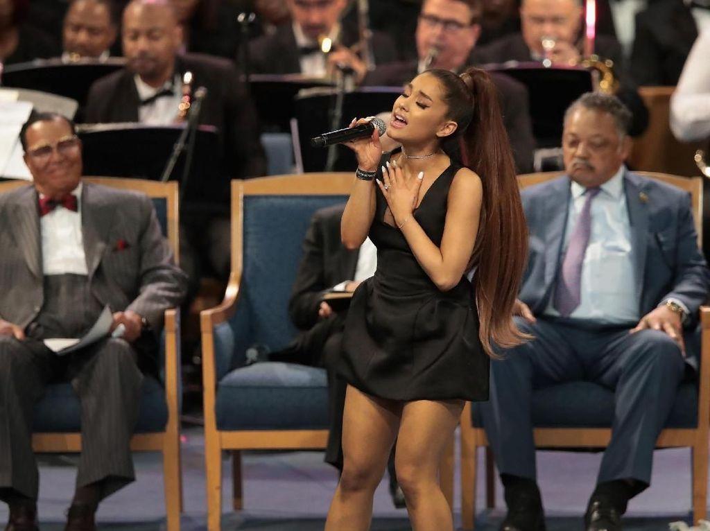 Ariana Grande Akhirnya Unggah Foto Mac Miller