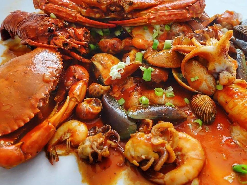 Mau Makan Seafood Enak di Restoran? Yuk Sambangi 5 Tempat Ini