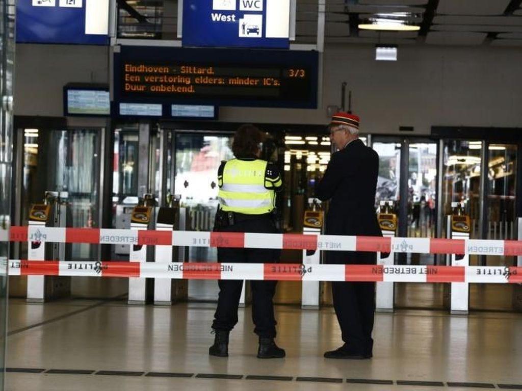 Teroris Berpisau Lukai 2 Warga AS di Stasiun Pusat Amsterdam