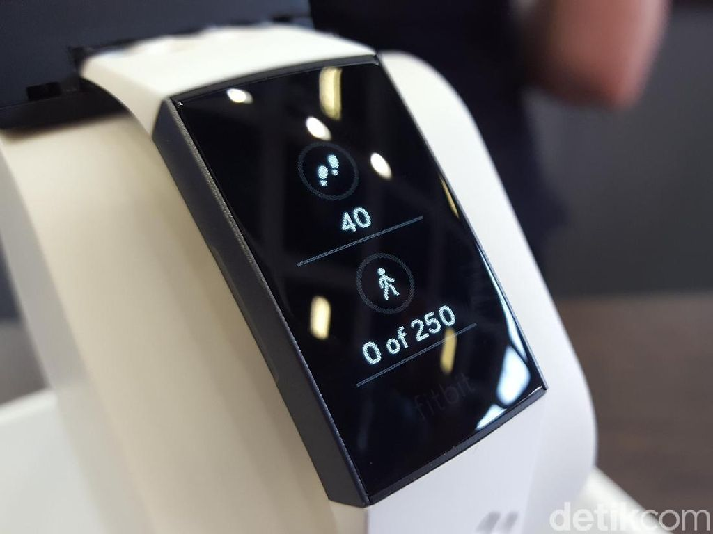 Penampakan Smartwatch Fitbit Charge 3