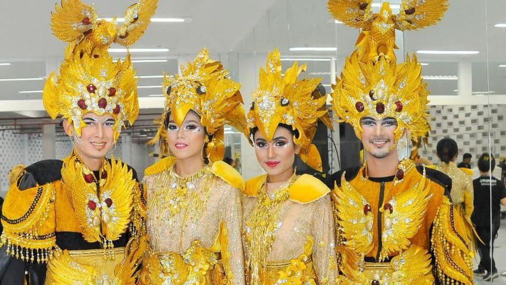 8 Momen Seru Saat Ribuan Orang Dirias di Belakang Panggung Asian Games