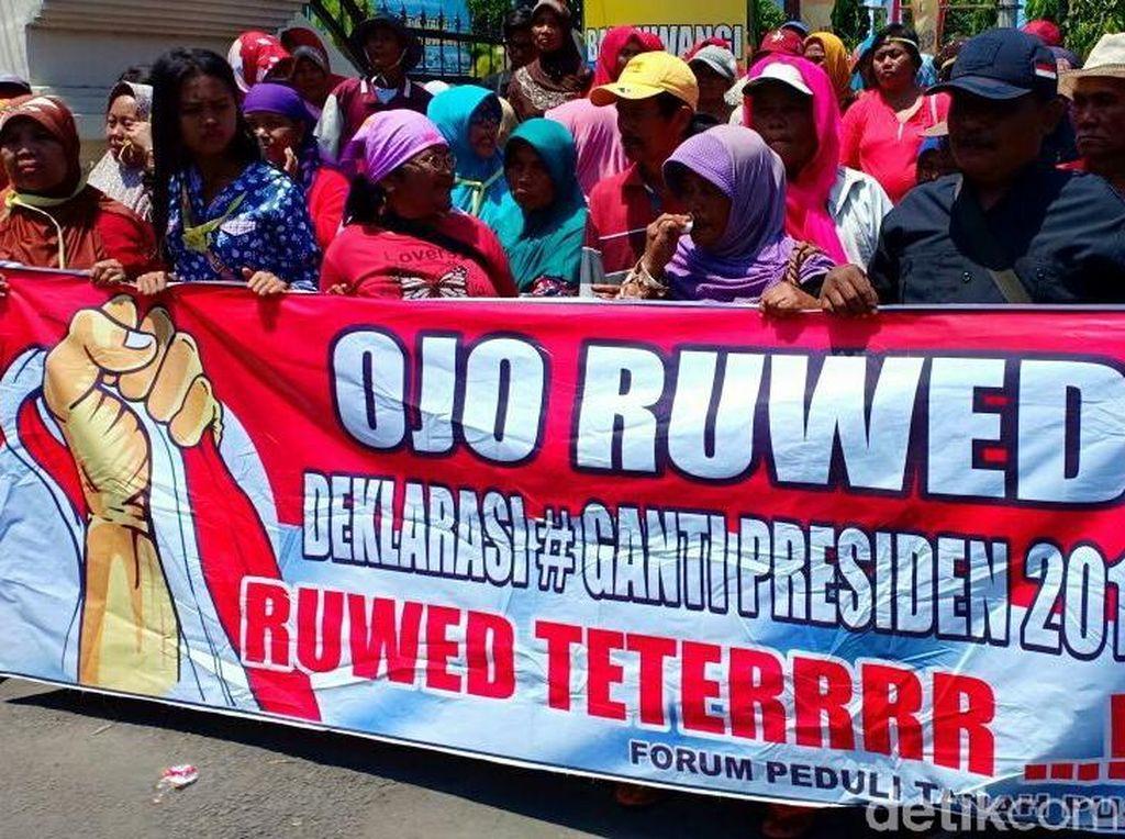 Emak-emak di Banyuwangi Demo Tolak Deklarasi 2019GantiPresiden