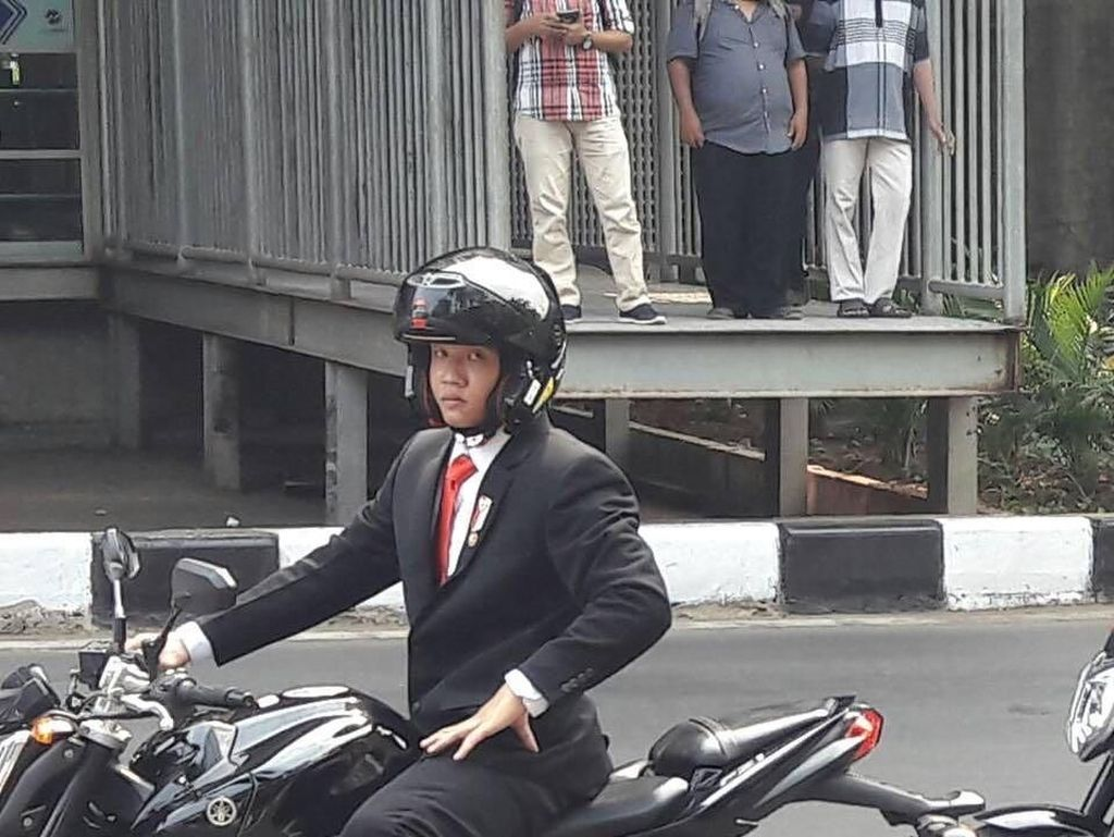 Memacu Adrenalin Bareng Suddum So, Stuntman Jokowi Naik Moge