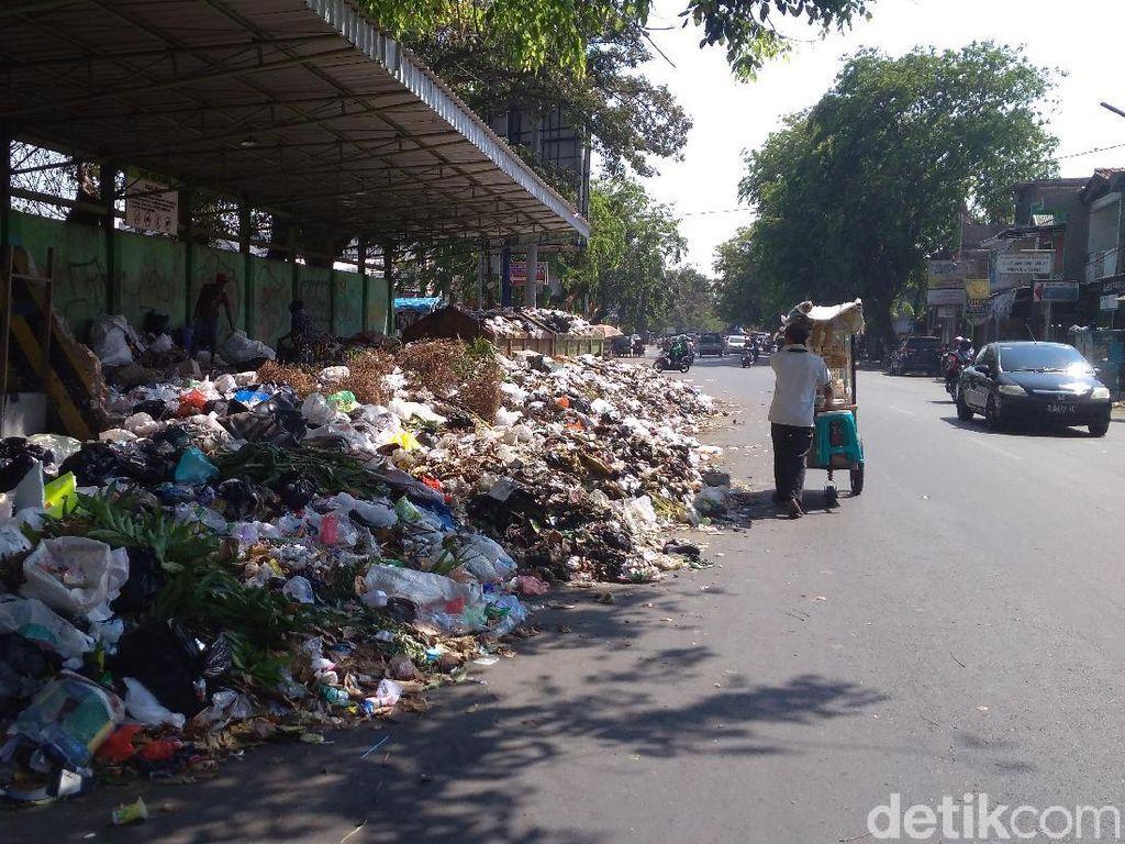 Awas! Buang Sampah Sembarangan di Cirebon Bisa Dijerat Pidana