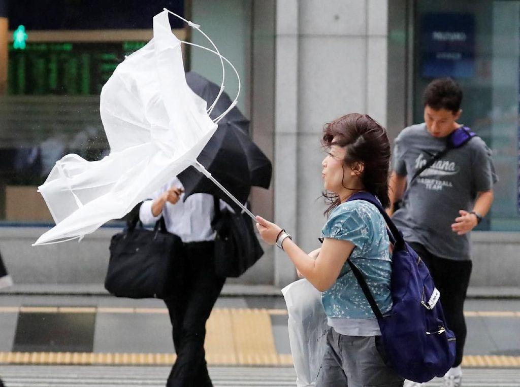 Jepang Bersiap Hadapi Topan Jebi