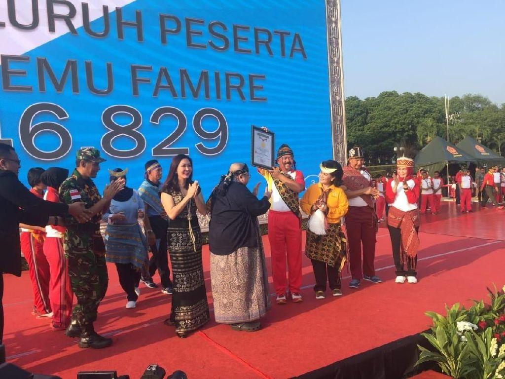 Panglima TNI Ikut Pecahkan Rekor Tari Maumere dari MURI