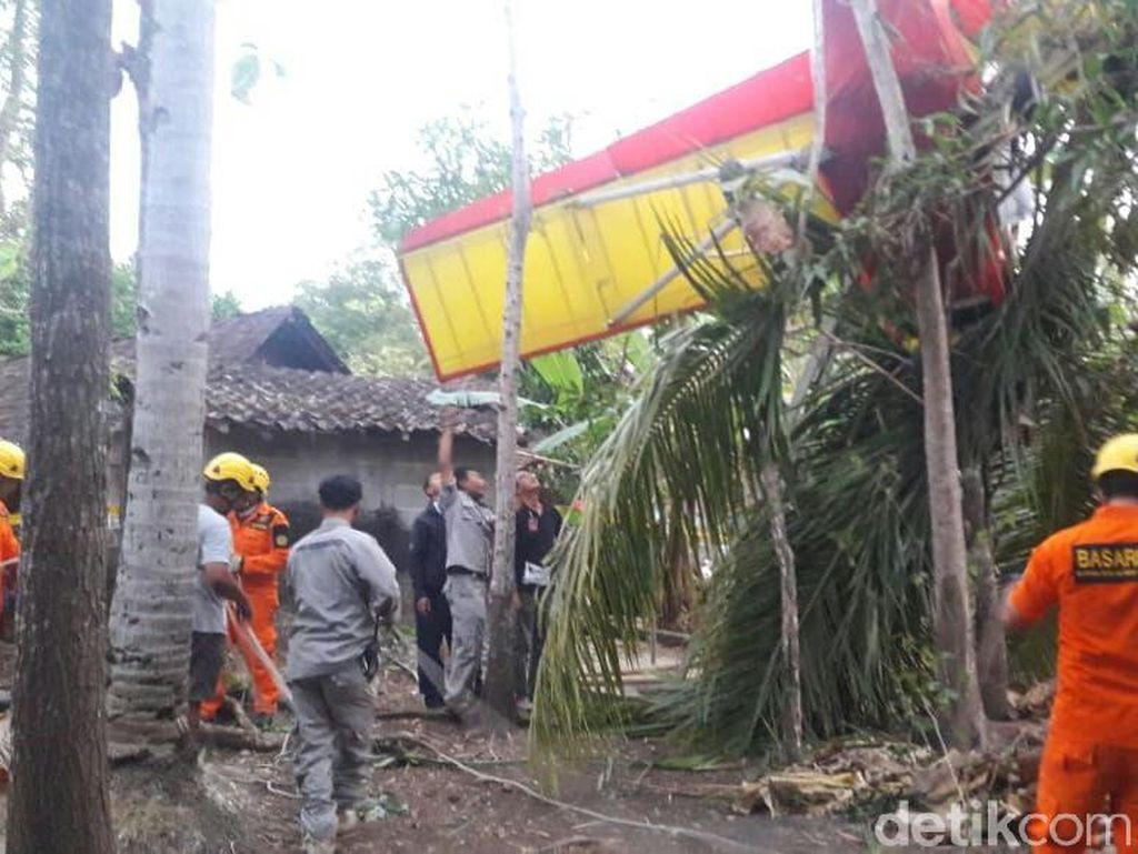 TNI AU Investigasi Jatuhnya Pesawat Latih Milik Erix Soekamti