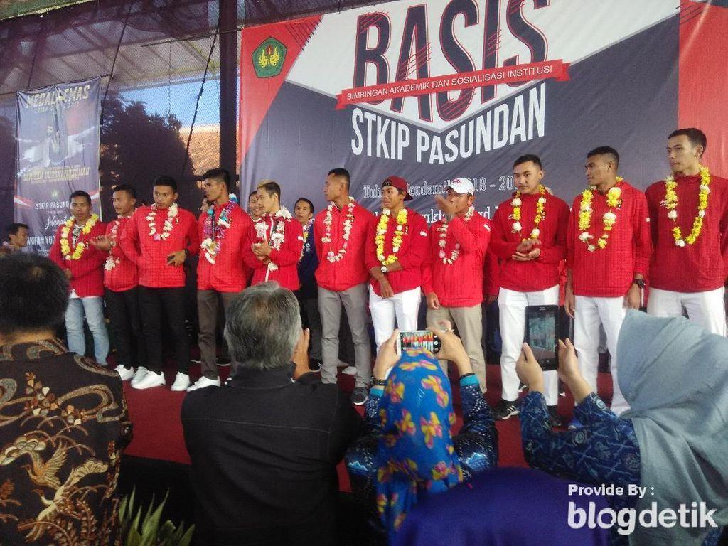 Sambangi Kampusnya di Cimahi, Dua Atlet Asian Games Ini Disambut Meriah