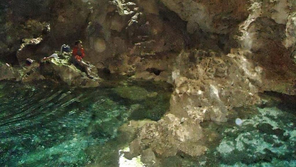 Foto: Gua Putri Pelangi dan Pantai Cantik di Maluku Tengah