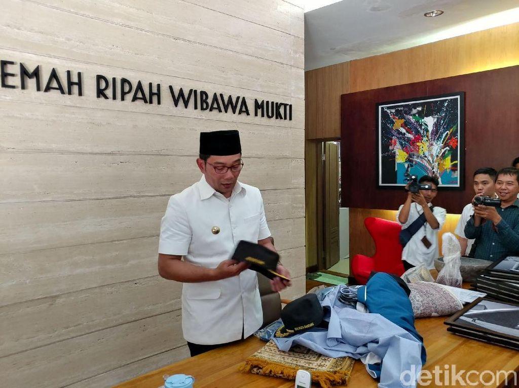 Besok Jadi Gubernur, Ridwan Kamil Beres-beres Kantor Wali Kota