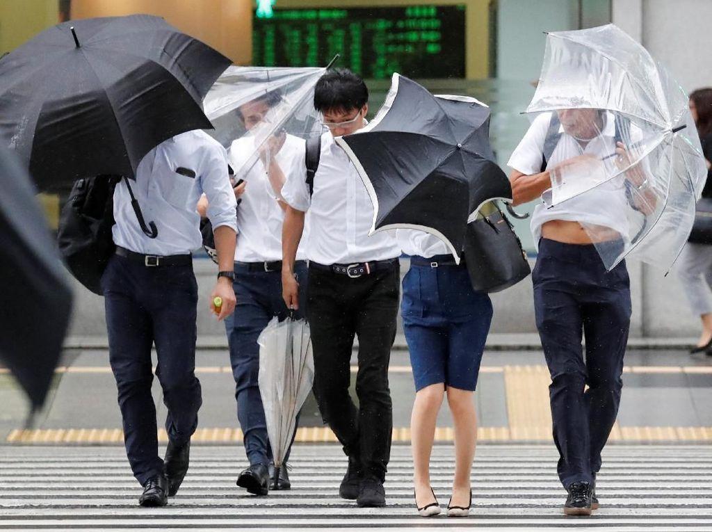 Jepang Diterjang Topan Jebi, Terkuat dalam 25 Tahun Terakhir